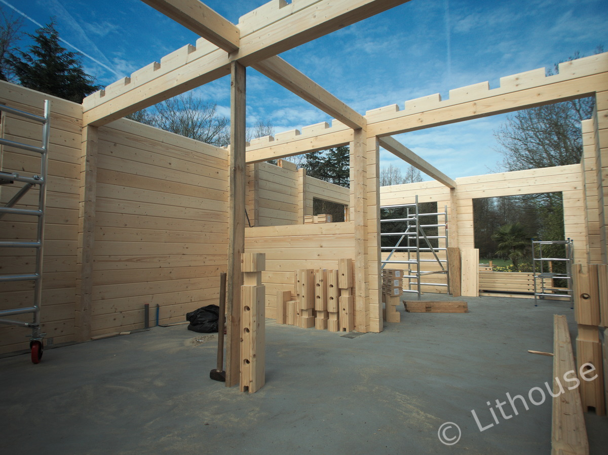 Log house construction ceiling level 1200px
