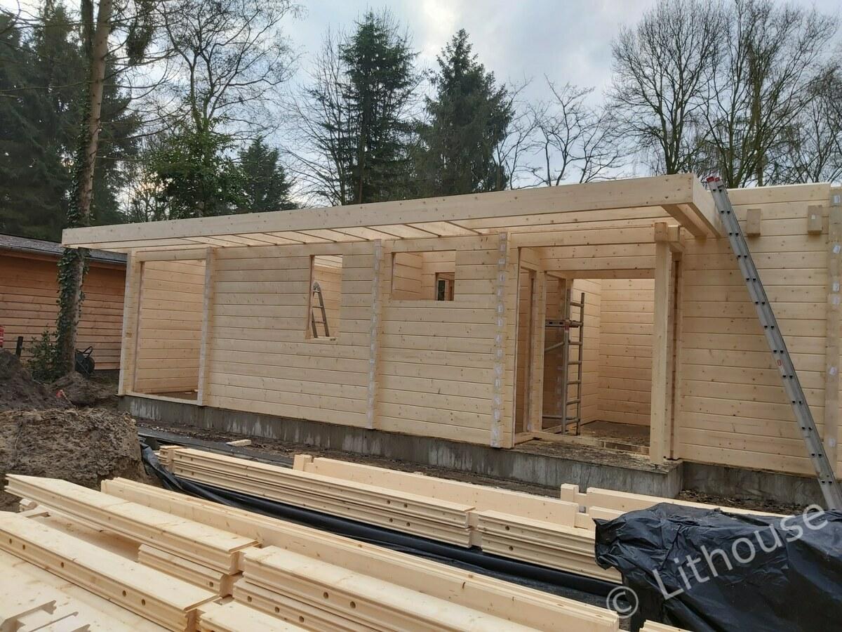 Log house under construction 03 1200px
